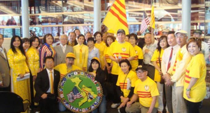 Báo Người Việt online Cali loan tin: Thành phố Seattle thông qua Nghị Quyết Cờ Vàng