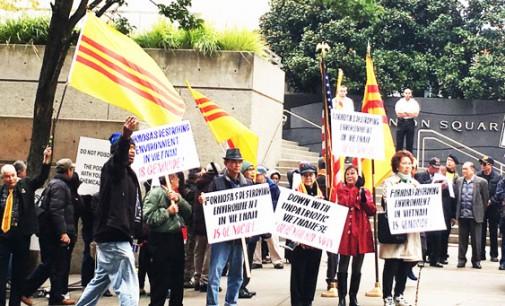 Hưởng ứng cuộc biểu tình từ Hà Tĩnh: 200 đồng bào biểu tình trước văn phòng đại diện Đài Loan Seattle