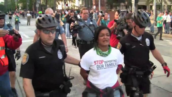 Bà Paramila biểu tình trước đây bị bắt