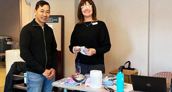 Người Gốc Việt Seattle May Khẩu Trang: Tặng Bệnh Viện, đáp ứng lời kêu gọi cấp thời Chống Dịch Covid-19
